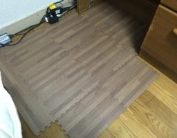 ニトリのジョイントマットで床を保護。キャスターとの相性は悪いので要注意!